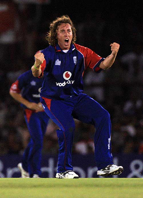 Ryan Sidebottom celebrates the early dismissal of Upul Tharanga, Sri Lanka v England, 2nd ODi, Dambulla, October 4, 2007