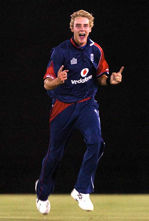 Stuart Broad claimed two wickets in two balls, Sri Lanka v England, 2nd ODI, Dambulla, October 4, 2007