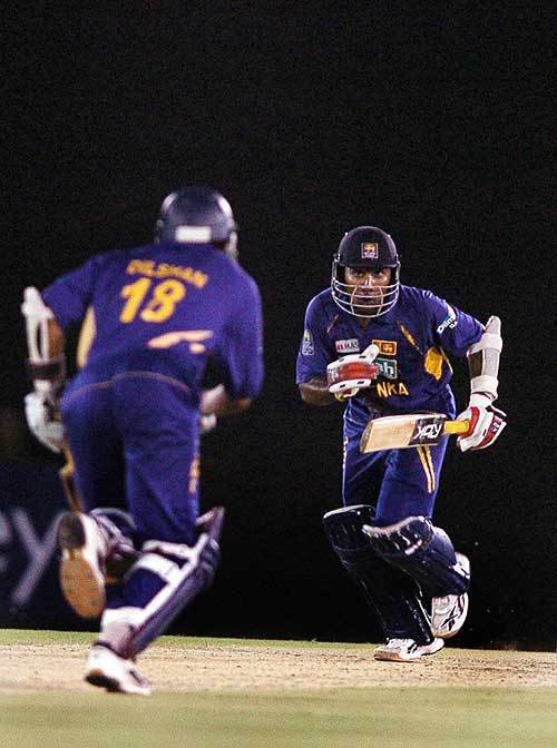 Mahela Jayawardene and Tillakaratne Dilshan added 52 for the fifth wicket, Sri Lanka v England, 2nd ODi, Dambulla, October 4, 2007
