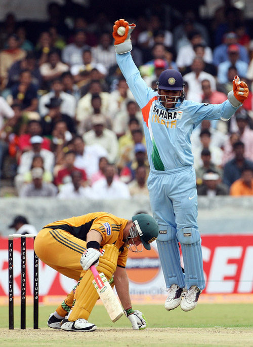 Mahendra Singh Dhoni celebrates Matthew Haydens dismissal, India v Australia, 3rd ODI, Hyderabad, October 5, 20074