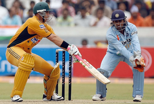 Mahendra Singh Dhoni makes a brilliant take to end Matthew Haydens innings, India v Australia, 3rd ODI, Hyderabad, October 5, 2007