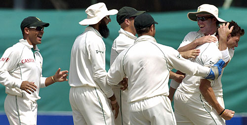 South Africa celebrate the dismissal of Younis Khan, Pakistan v South Africa, 1st Test, Karachi, 5th day, October 5, 2007