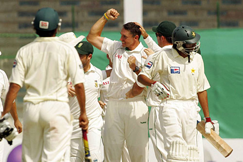 Andre Nel dismissed nightwatchman Mohammad Asif for six, Pakistan v South Africa, 1st Test, Karachi, 5th day, October 5, 2007