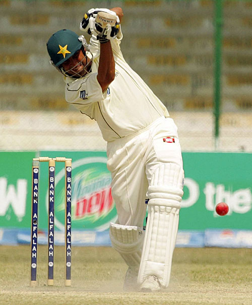 Younis Khan drives the ball straight, Pakistan v South Africa, 1st Test, Karachi, 5th day, October 5, 2007