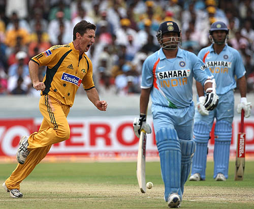 Brad Hogg broke the 95-run partnership between Sachin Tendulkar and Yuvraj Singh, India v Australia, 3rd ODI, Hyderabad, October 5, 2007