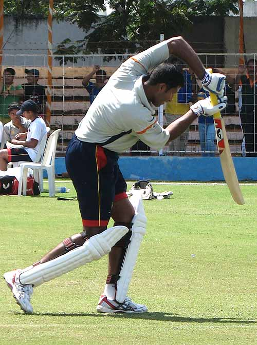 Wasim Jaffer works on his batting, Mumbai v Rest of India, Irani Trophy 2007-08, Rajkot, October 5, 2007