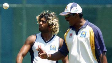 Lasith Malinga discusses with bowling coach Champaka Ramanayake