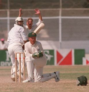 Inzamam-ul-Haq and Pakistan get a lucky escape as Ian Healy misses a crucial stumping, Pakistan v Australia, 1st Test, Karachi, October 2, 1994
