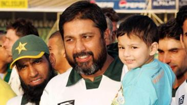 Inzamam-ul-Haq poses with his son