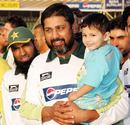 Inzamam-ul-Haq poses with his son, Pakistan v South Africa, 2nd Test, Lahore, 5th day, October 12, 2007