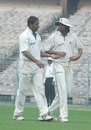 Shib Shankar Paul and Ranadeb Bose share a word, Bengal v Hyderabad , Ranji Trophy Super League, Group B, 1st round, 3rd day, Eden Gardens, November 6, 2007