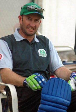 Chris Harris of the Hyderabad Heroes takes a break during practice, November 20, 2007