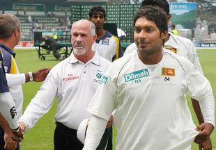 No hard feelings: Rudi Koertzen and Sangakkara leave the field on day five