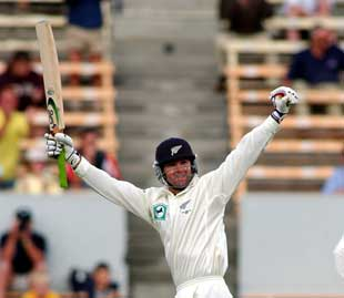Nathan Astle salutes the crowd on making his double-century, during the third session on day four of the first cricket test between New Zealand and England at Jade Stadium, Christchurch