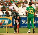 Lou Vincent is clean bowled by Dale Steyn