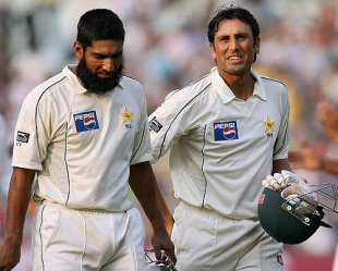 Mohammad Yousuf and Younis Khan walk off the field after the match  ended in a draw, India v Pakistan, 2nd Test, Kolkata, 5th day, December  4, 2007