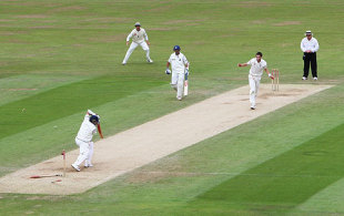 James Anderson shatters Sachin Tendulkar's stumps, England v India, 3rd Test, The Oval, 4th day, August 12, 2007