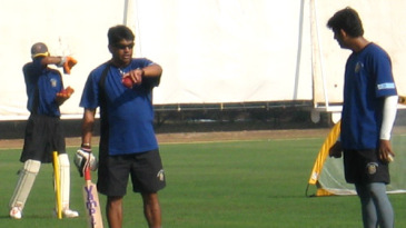 Chandrakant Pandit, the Maharashtra coach, and Sairaj Bahutule have a word during practice