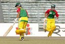 Nadif Choudhury and Mahmudullah pick up a single during their 61-run stand for the sixth wicket, Barisal v Dhaka, Fatullah, December 18, 2007