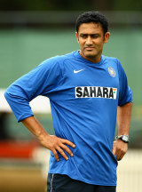 Anil Kumble inspects the pitch condition, Victoria v Indians, tour match, Melbourne, 1st day, December 20, 2007