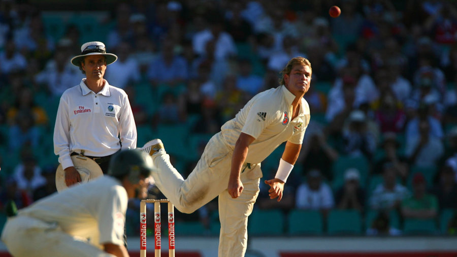 Shane Warne bowls at the end of the third day
