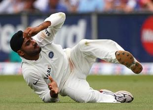 Harbhajan Singh takes a commando roll to celebrate removing Ricky Ponting, Australia v India, 2nd Test, Sydney, 4th day, January 5, 2008