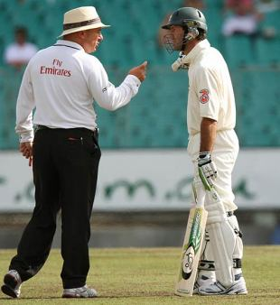 Ricky Ponting and the umpire Mark Benson exchange words, Australia v India, 2nd Test, Sydney, 4th day, January 5, 2008