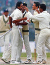 Anil Kumble is congratulated on completing his 10 for 74 against Pakistan, India v Pakistan, Delhi, February 7, 1999