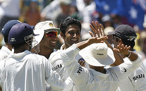 Team-mates congratulate Anil Kumble on dismissing Andrew Symonds, Australia v India, 3rd Test, Perth, 4th day, January 19, 2008
