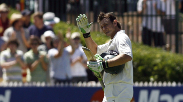 Adam Gilchrist waves goodbye to Adelaide