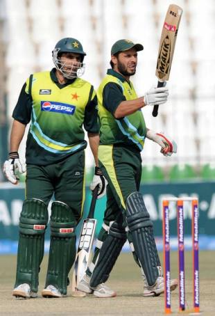 Shahid Afridi and Misbah-ul-Haq shared a 116-run stand to rescue Pakistan, Pakistan v Zimbabwe, 3rd ODI, Multan, January 27, 2008
