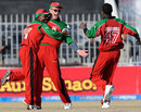 Gary Brent is congratulated by team-mates for taking a catch to dismiss Nasir Jamshed, Pakistan v Zimbabwe, 4th ODI, Mobilink Cup, Faisalabad, January 30, 2008