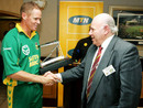 Shaun Pollock receives a souvenir from Joe Pamensky