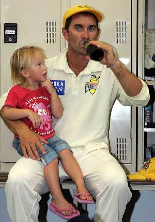 Justin Langer with his daughter Grace, Western Australia v Tasmania, Pura Cup, Perth, 4th day, March 10, 2008