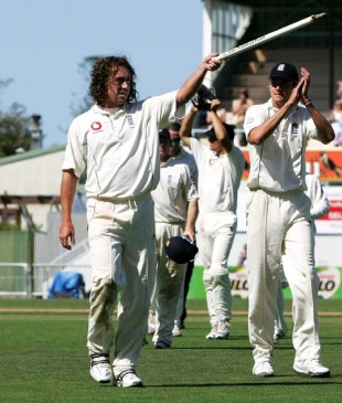 Man-of-the-Series Ryan Sidebottom leads England off the field, New Zealand v England, 3rd Test, Napier, March 23, 2008