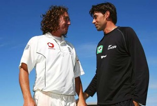 Stephen Fleming congratulates Ryan Sidebottom on England's win, New Zealand v England, 3rd Test, Napier, 5th day, March 26, 2008