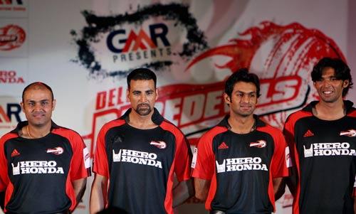 Virender Sehwag, brand ambassador Akshay Kumar, Shoaib Malik and Mohammad Asif promote the Delhi Daredevils, New Delhi, March 31, 2008