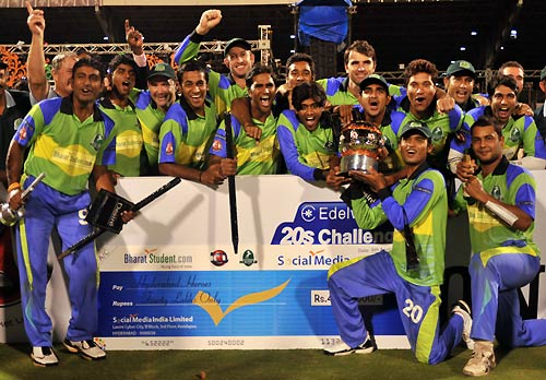 The Hyderabad Heroes pose with the trophy and winner's cheque, Hyderabad Heroes v Lahore Badshahs, Indian Cricket League, 2nd final, Hyderabad, April 6, 2008