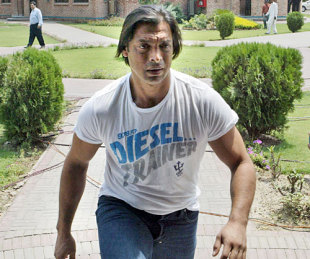 Shoaib Akhtar Cleared and Ready to Play in IPL for Kolkata Knight Riders