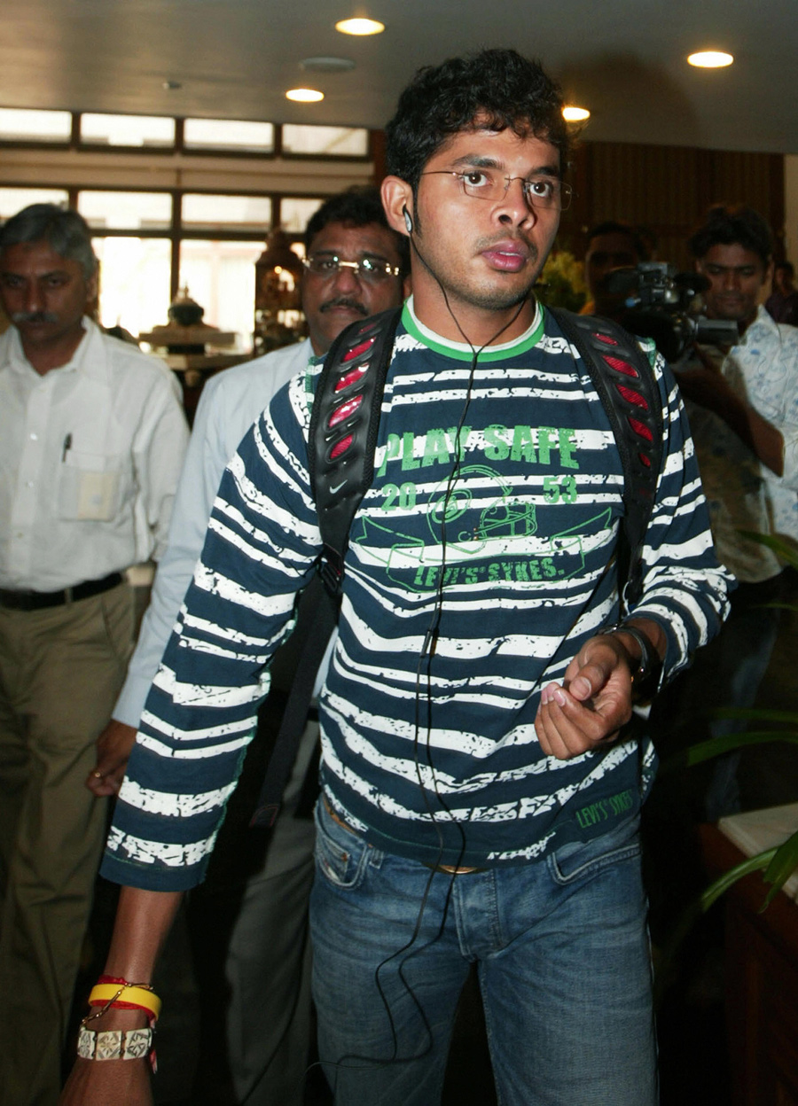 Sreesanth arrives in Ahmedabad for a meeting regarding the Harbhajan Singh slapping incident