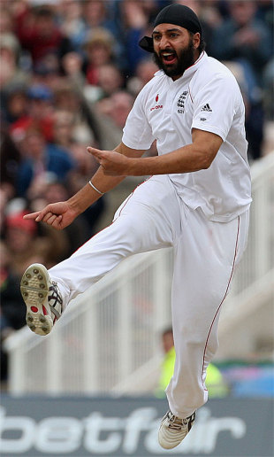 An airborne Monty Panesar celebrates removing Jamie How, England v New Zealand, 2nd Test, Old Trafford, May 25, 2008