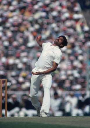 Kapil Dev bowls, fourth Test, India v England, Calcutta, 1982