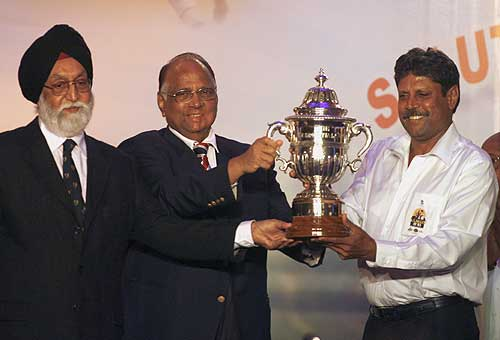 Sharad Pawar, India's Sports Minister Manohar Singh Gill and Kapil Dev pose with the trophy