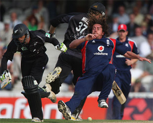 Ryan Sidebottom falls over after crashing into Grant Elliott who was subsequently run out, England v New Zealand, 4th ODI, The Oval, June 25, 2008