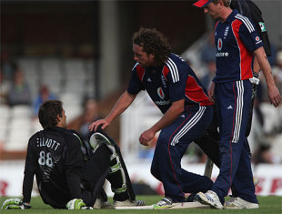Ryan Sidebottom immediately consults with Grant Elliott after the stumps have been broken, England v New Zealand, 4th ODI, The Oval, June 25, 2008