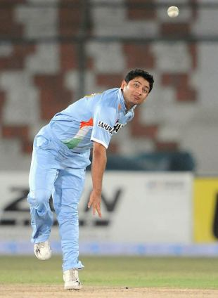 Piyush Chawla's 4 for 23 hastened Hong Kong's collapse, Hong Kong v India, Group B, Asia Cup, Karachi, June 25, 2008