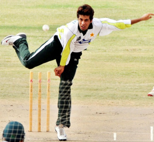 Mansoor Amjad bowls in the nets