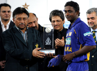Ajantha Mendis receives the Man-of-the-Series award from Pakistan President Pervez Musharraf, India v Sri Lanka, Asia Cup final, Karachi, July 6, 2008