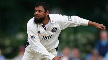 Saqlain Mushtaq bowling against Somerset