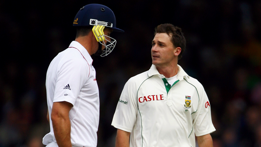 Dale Steyn has a word for Kevin Pietersen after clanging him on the helmet